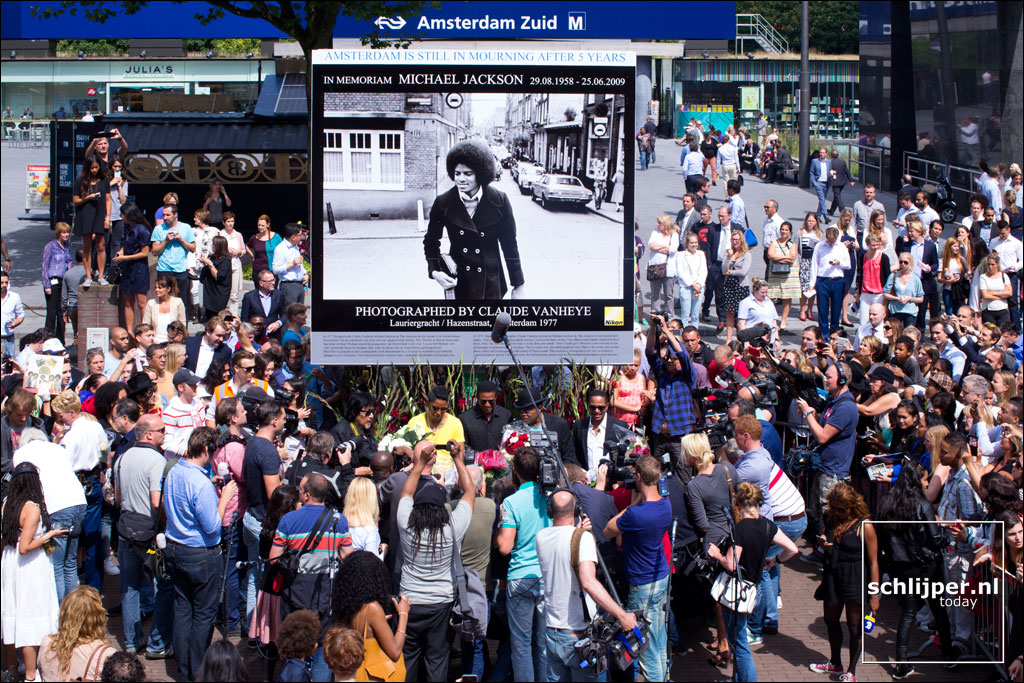 Hommages divers à  MJ.......... 140730-img-6651-gustav-mahlerplein-michael-jackson-memorial