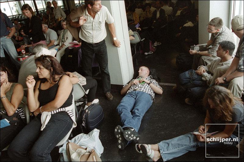 Nederland, Schiphol, 28 juli 2001.
