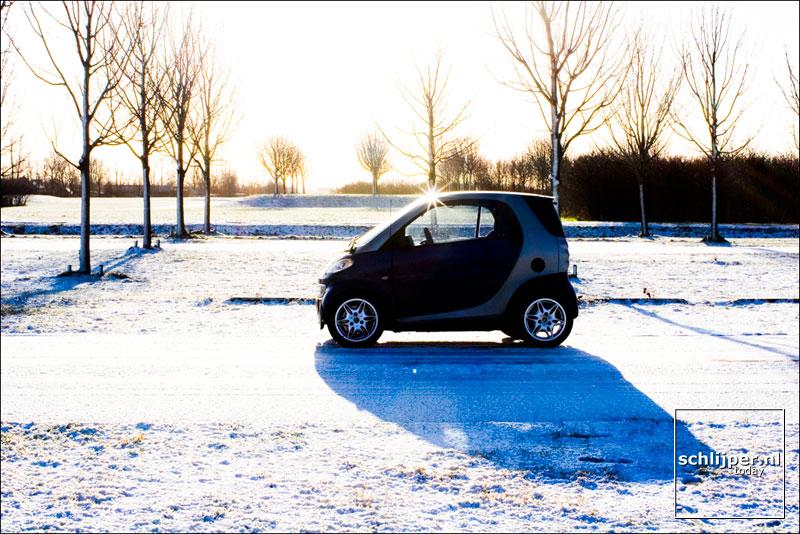 Nederland, Ouderkerk aan de Amstel, 24 januari smart in de sneeuw