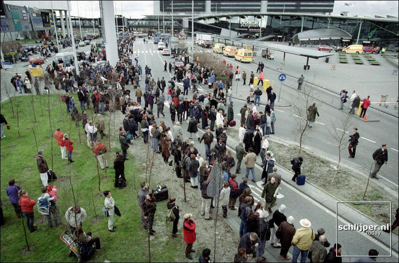 Nederland, Schiphol, 8 april 2001.