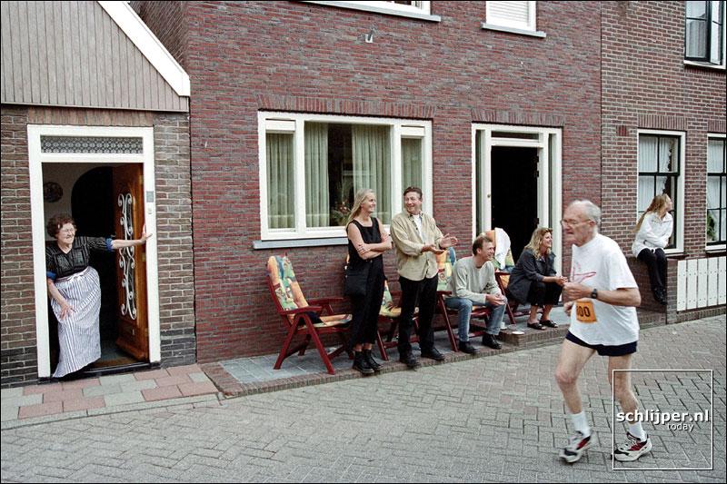 Nederland, Volendam, 28 juni 2001.