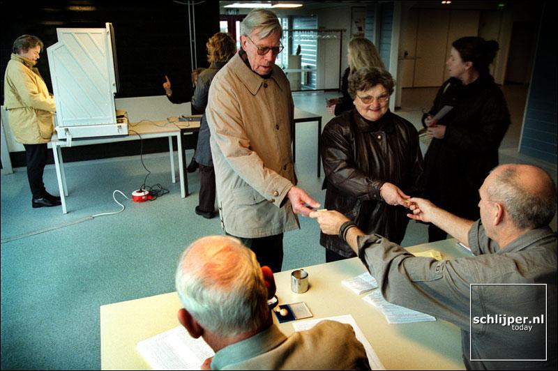 Nederland, Koog aan de Zaan, 28 november 2001.